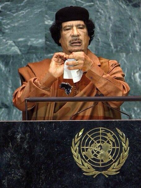 После создания ООН были начаты 65 войн, и все в интересах одной страны, заявил в 2009 году Каддафи. И порвал устав организации.